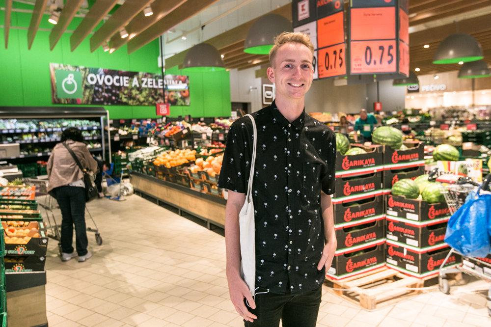 Patrik sa pri nákupoch zameriava najmä na čerstvé a zdravé potraviny , jeho nákupný zoznam sa mení podľa sezóny.