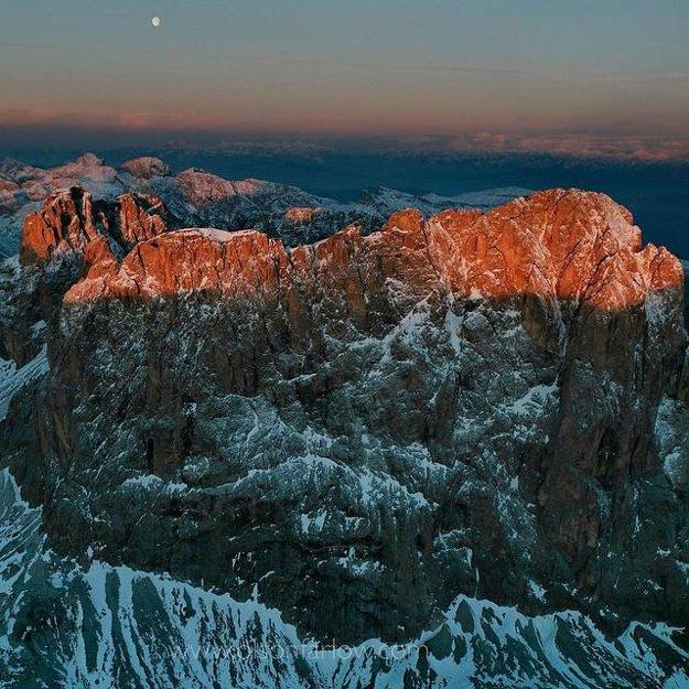 Unikátne talianske Dolomity blízko Balzana, Taliansko.