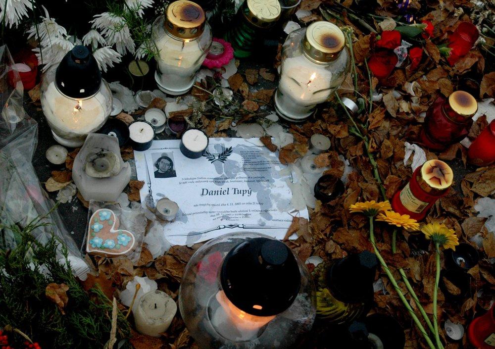 Kvetmi, zapálenými sviečkami i účasťou na koncerte pod heslom Zastavme neonacistov! prišlo vzdať úctu jeho pamiatke 12. novembra 2005 na Tyršovo nábrežie v Bratislave niekoľko tisíc ľudí.