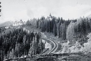 1906 - Tatranská železnica, naľavo Hotel Grand