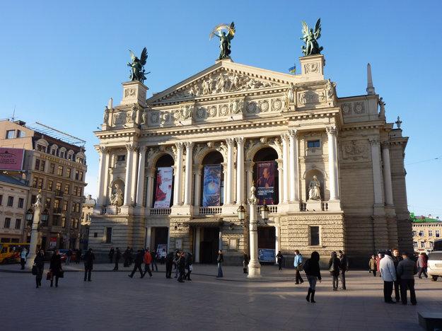 Budova opery v ukrajinskom Ľvove.