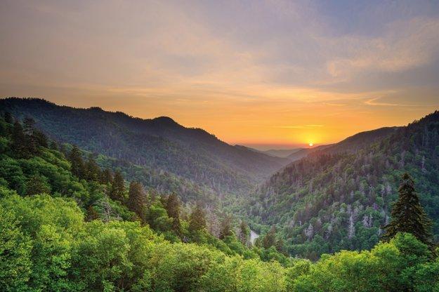 Západ slnka nad Newfound Gap v Great Smoky Mountains.