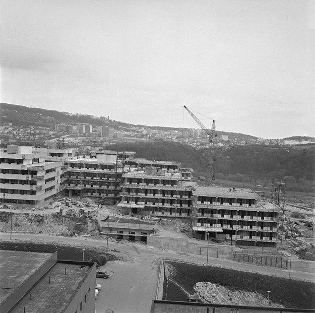 Fotka z 13. apríla 1973, kedy sa začalo s výstavbou