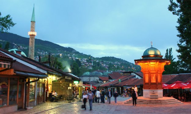 Starý bazár Baščaršija v centre Sarajeva