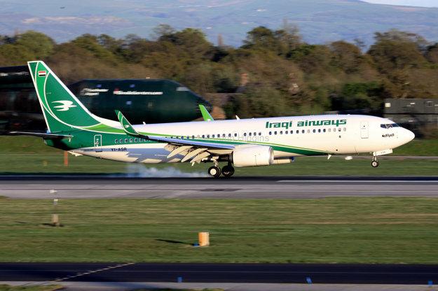 Boeing 737 spoločnosti Iraqi Airways pristáva v anglickom Manchesteri.