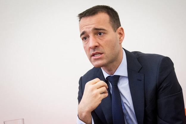 Minister zdravotníctva Tomáš Drucker. Tvár, ktorú nepozná takmer polovica mladých ľudí.