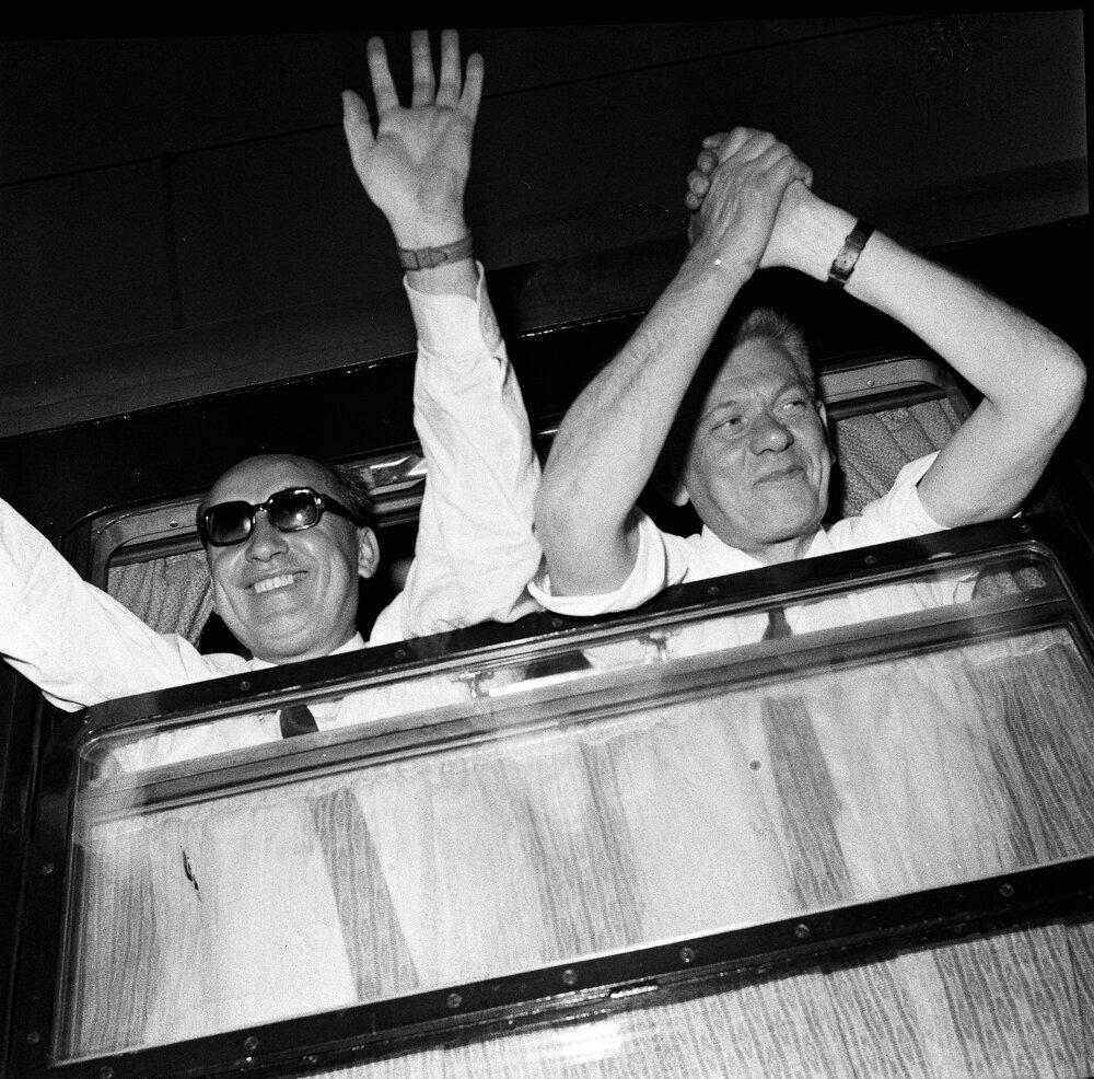 Z kľúčového rokovania československých a sovietskych predstaviteľov v Čiernej nad Tisou 2.augusta 1968. Na snímke rozlúčka československej straníckej delegácie, vľavo Oldřich Černík, vpravo Josef Smrkovský.