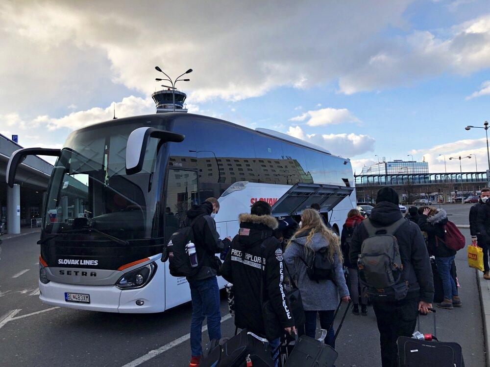 Z Prahy sme odchádzali autobusom, pričom nikto nevedel, kde naša cesta skončí.