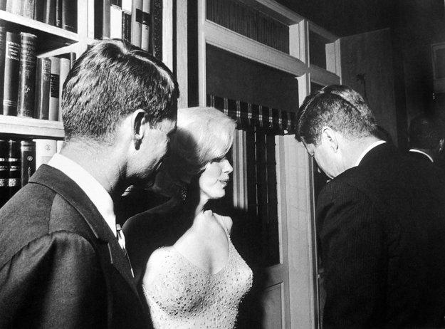 Marilyn s bratmi Kennedyovcami.