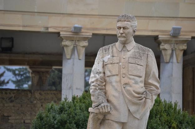 Stalinova socha v jeho múzeu v jeho rodnom meste Gori