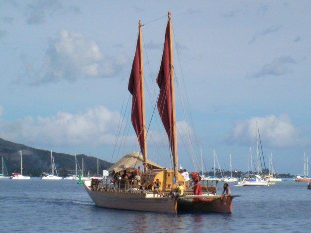 Loď podobná tým, na ktorých priplávali prví objavitelia.