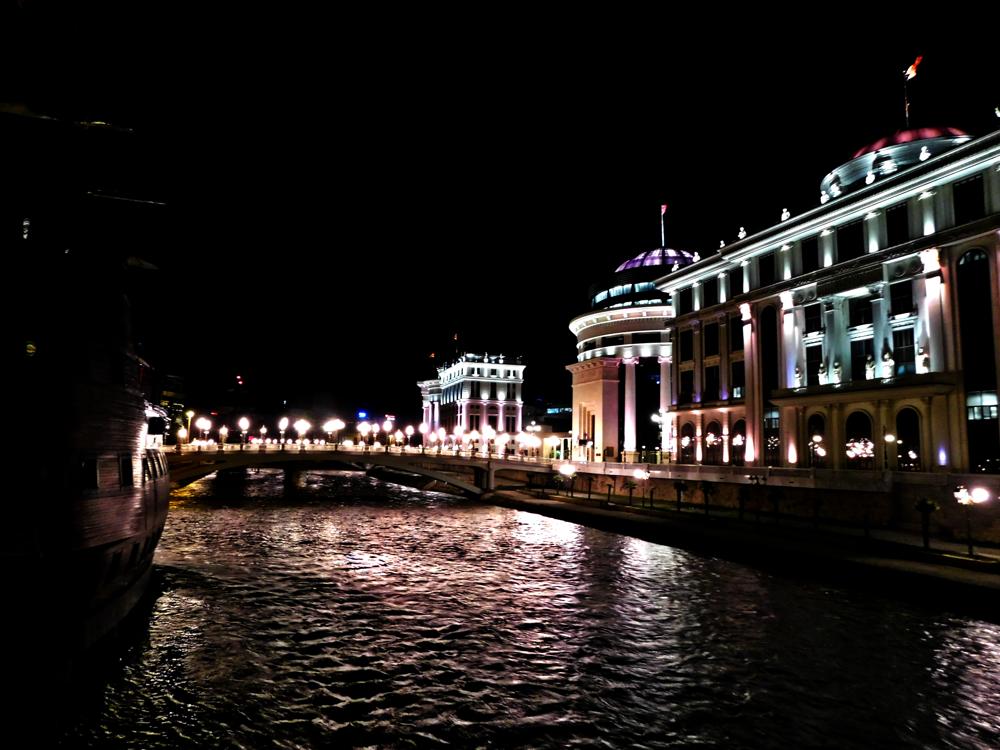 Archeologické múzeum v noci.