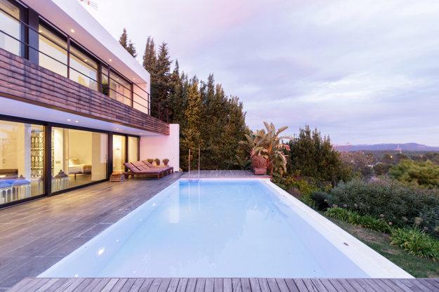 Vila s bazénom v Barcelone.