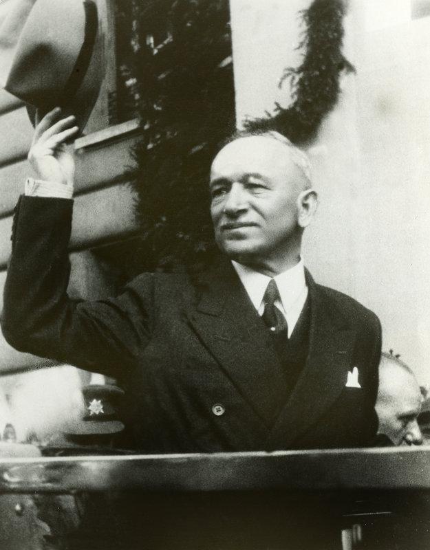 Prezident Edvard Beneš pri návrate do Prahy 16. mája 1945.