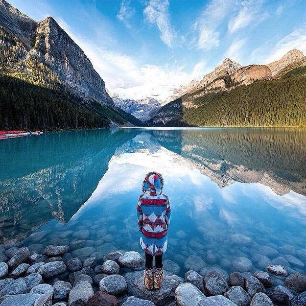 Priezračné kanadské jazero Louise v Alberte.