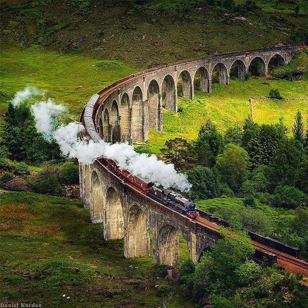 Áno, naozaj existuje! Rokfortský expres, vlak z Harryho Pottera, premáva v Škótsku.