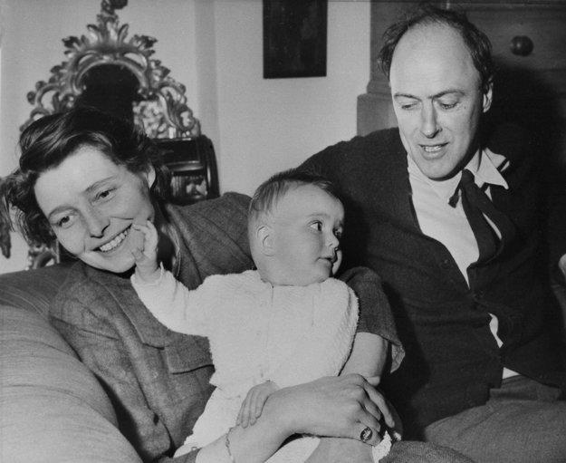 Roald Dahl s manželkou, herečkou Patriciou Neal, a ich dcérou Lucy.