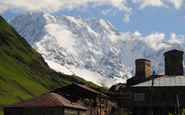 Šchara z pohľadu od dedinky Ušguli