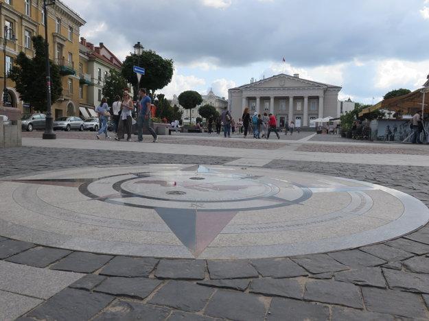 Na Radničné námestie a k radnici vás vezme prehliadka vo Vilniuse.