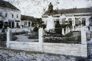 1907 - Socha Lajosa Kossutha na Hlavnom námestí