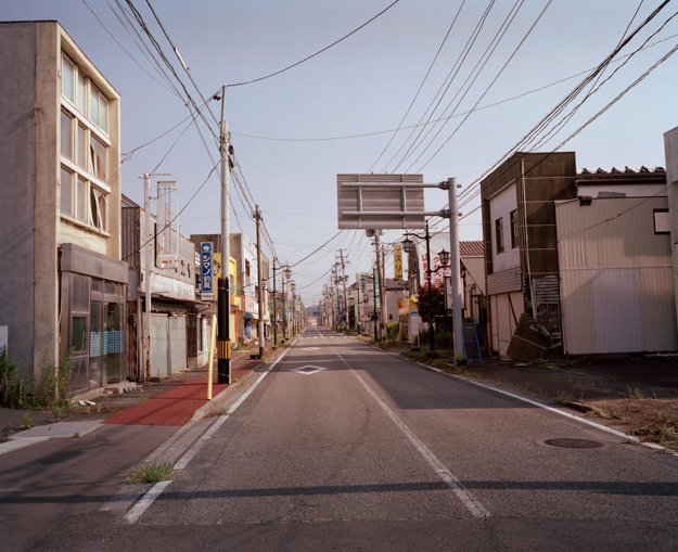 Pre vysoké hladiny radiácie je mesto Namie úplne opustené a celé jeho okolie je uzatvorené. Iba pracovníci elektrární so špeciálnym povolením majú prístup do tejto zóny.