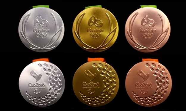Horný rad: olympijské medaily, dolný rad: paralympijské medaily
