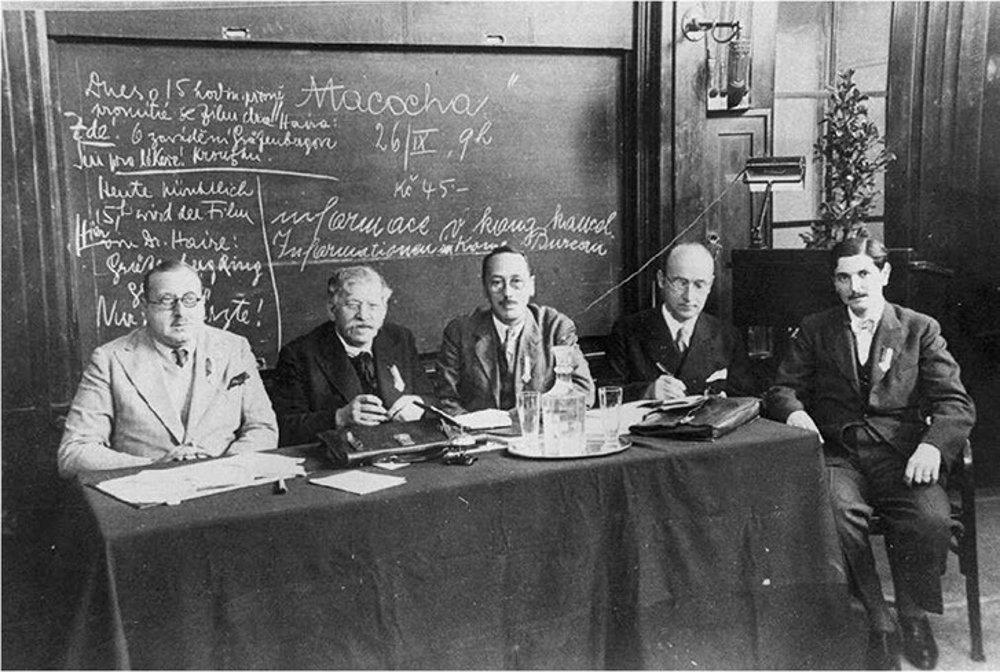 Momentka zo zjazdu Ligy pre sexuálnu reformu v Brne v roku 1932, Matyáš druhý sprava.