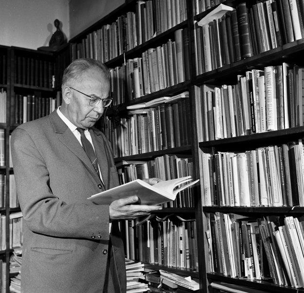 Poslanec Národného zhromaždenia a podpredseda československej vlády, komunista Dr. Gustáv Husák, na portréte z apríla 1968.