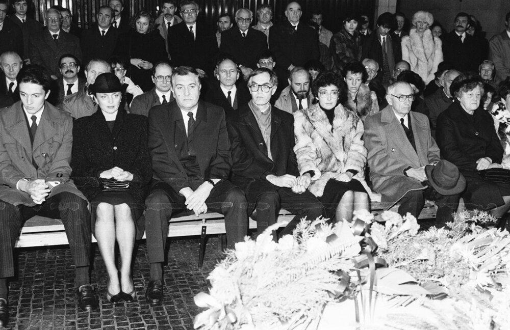 Posledná rozlúčka s Gustávom Husákom 21.novembra 1991 v bratislavskom krematóriu.