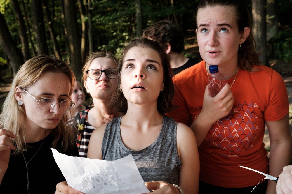 Program letnej školy netvoria len rozbory textov. Finalistov vždy čaká aj koncert vybranej slovenskej kapely či logické hádanky v prírode.