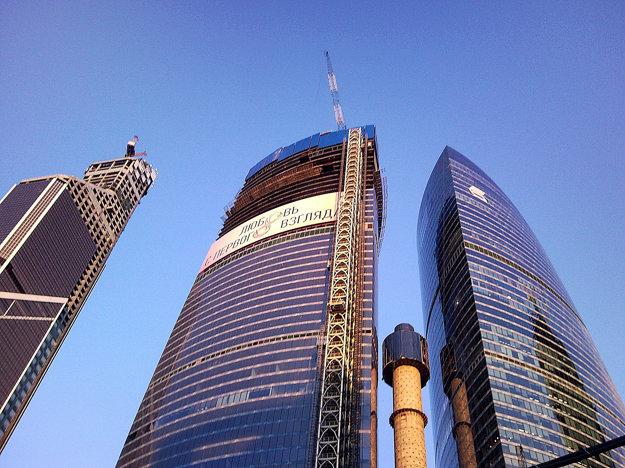 Východná veža počas výstavby
