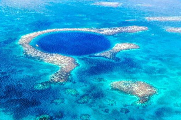 Blue Hole siaha do hĺbky 124 metrov a je to miesto obľúbené potápačmi.