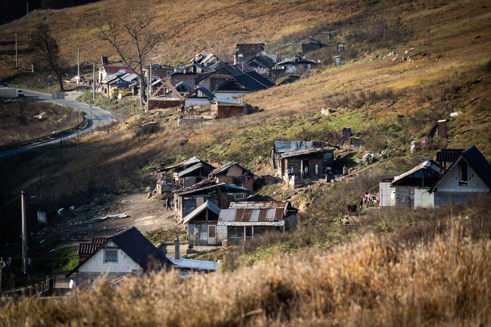 Ostrovčeky chatrčí osady Dreveník.