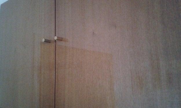 Obývacia stena – autor sa ospravedlňuje za nekvalitnú fotku, ale s touto skriňou to ani inak nešlo