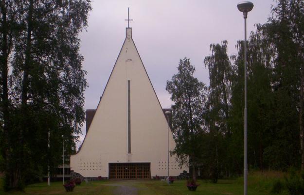 Obrátený kríž na luteránskom kostole vo Fínsku