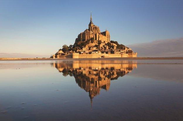 Mont-St-Michel je jednou z najznámejších pamiatok Normandie.