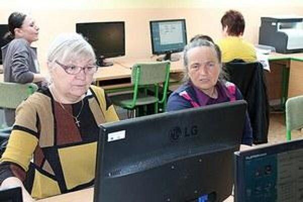 Práca s počítačom môže zaujať v každom veku.