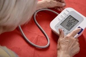 Problémy s tlakom má veľa seniorov. Tlakomer preto uvítajú.