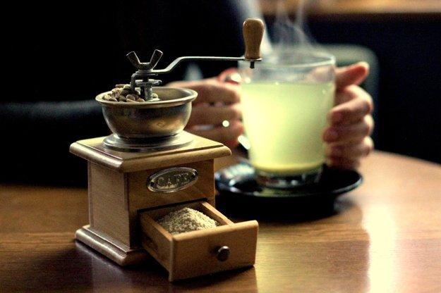 Zelenú kávu  neodporúčame mlieť v bežných  mlynčekoch. Vyžaduje špeciálne mletie.