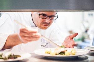 Byť šéfkuchárom znamená kvalitne variť, ale aj pracovať so svojím tímom
