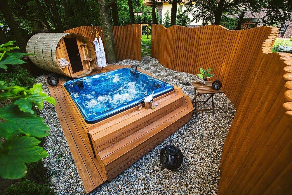 Vonkajšia sauna a vírivka