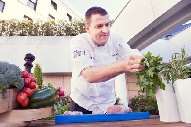 Peter Dudáš z reštaurácie Fresh v bratislavskom hoteli Crowne Plaza