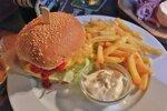 Ružinovský Dedo vie pripraviť burger aj načapovať pivo