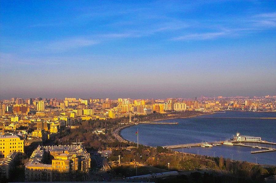 Hlavné mesto Azerbajdžanu Baku profituje z bohatých nálezísk ropy.