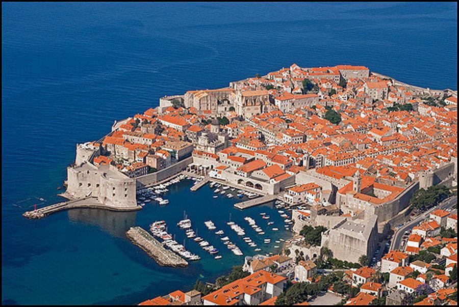 Dubrovnik, jedno z najznámejších miest na chorvátskom pobreží Jadranského mora.