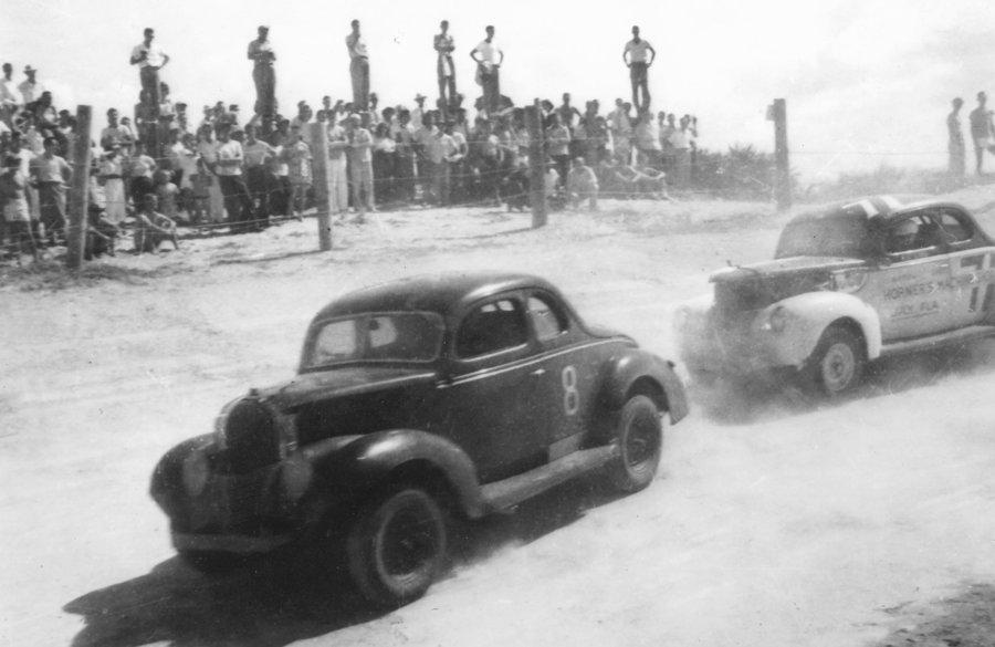 Preteky NASCAR na Daytona Beach v roku 1948.