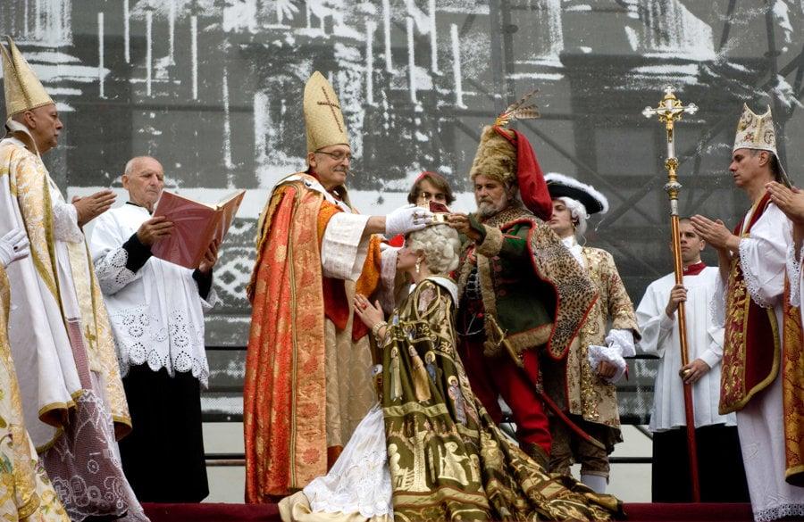 Korunovačné slávnosti v centre Bratislavy obnovili dávnu tradíciu v roku 2003.