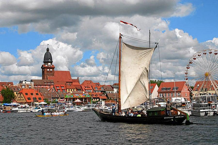 Jazero Müritz je obľúbené medzi jachtármi.