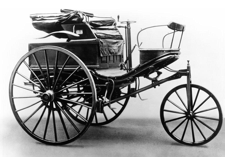 """Benzov """"Patentovaný motorový koč"""". Verzia z roku 1888."""