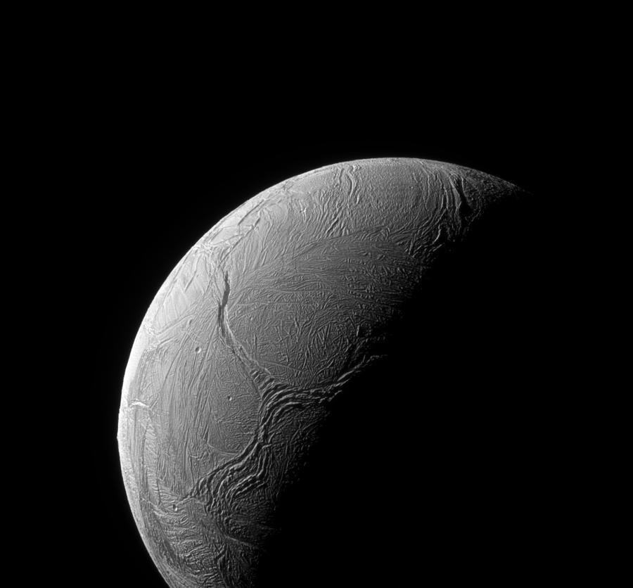 Záber ktorého mesiaca spravila sonda Cassini?